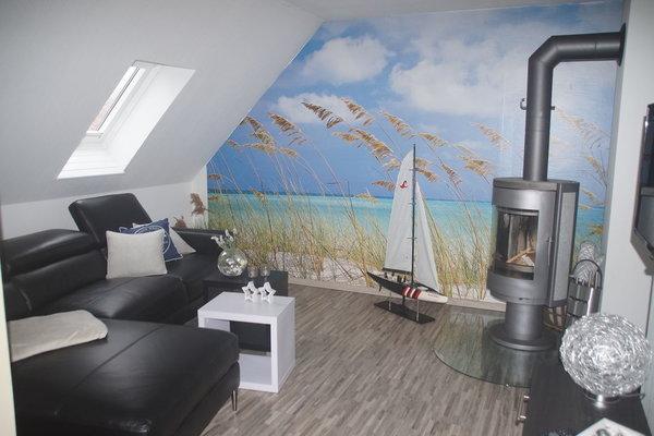 modern maritime Sitzecke mit Kamin und LED-TV
