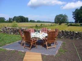 Sonniger Sitzplatz im Garten