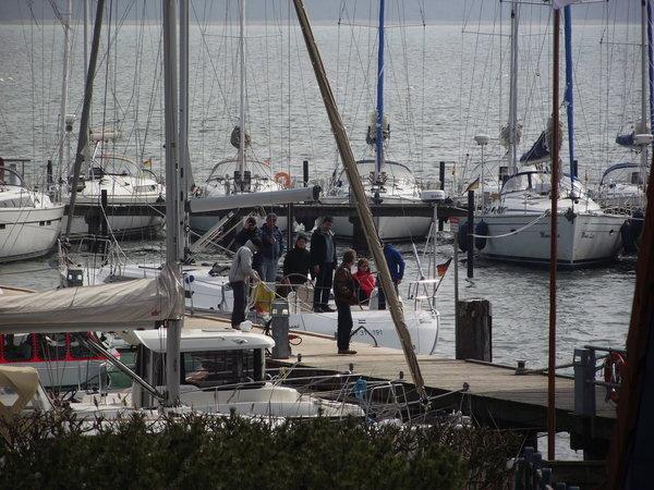 Blick vom Hof auf den Hafen ( Breeger Bodden)
