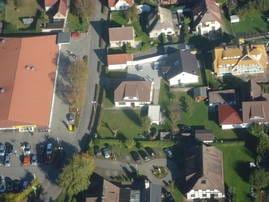 Fe.Wo. liegt in der Mitte vom Bild -links großes Dach ist der EDEKA- MARKT
