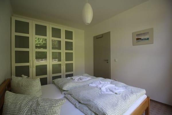 Schlafzimmer 1 mit viel Stauraum