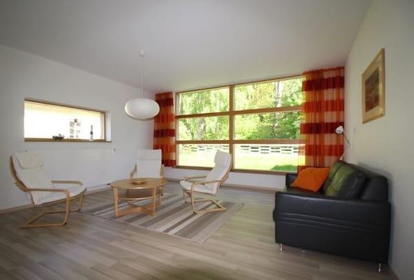 Wohnraum mit Blick zum Wald
