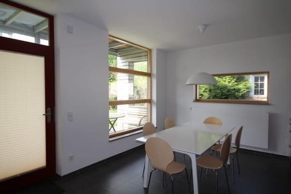 Essplatz/Küche mit Blick auf die Terrasse