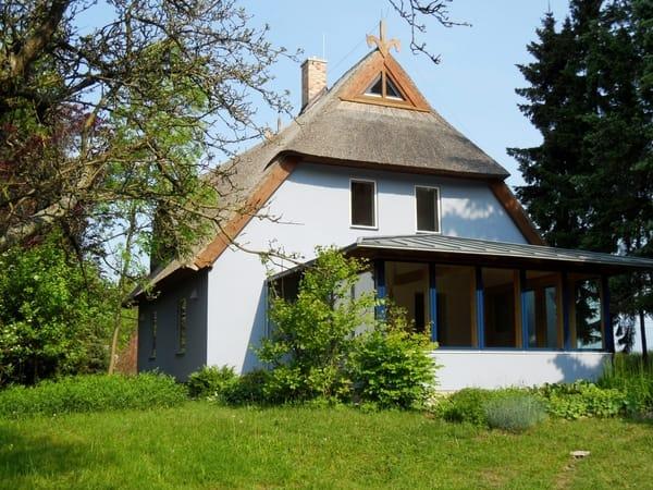 Das schöne Haus Falkenblick mit Reetdach und gemütlichem Wintergarten