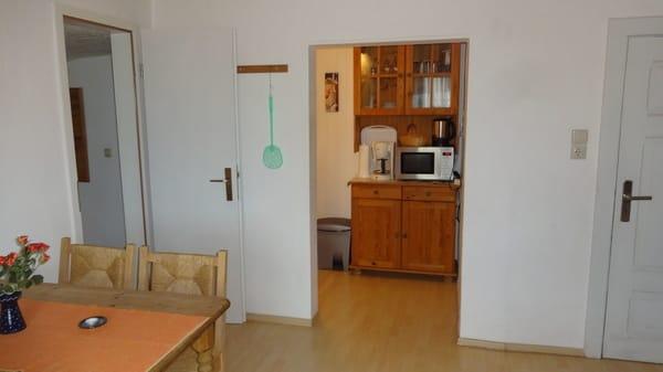 Wohnzimmer / Eingang Küche
