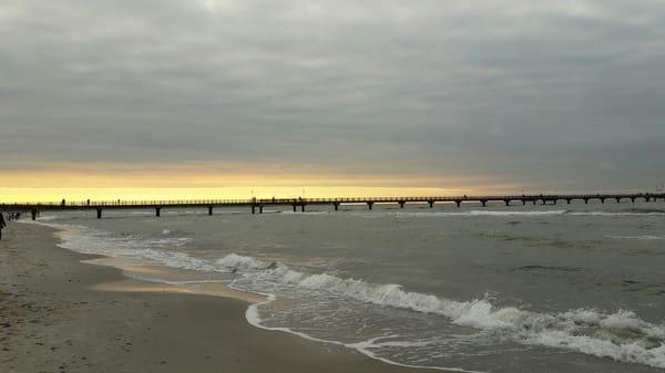 Sonnenuntergänge am Strand genießen
