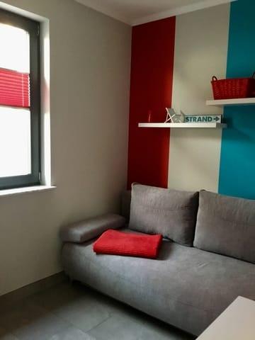 Das zweite Schlafzimmer. Das Sofa ist auf 1.50 m ausklappbar