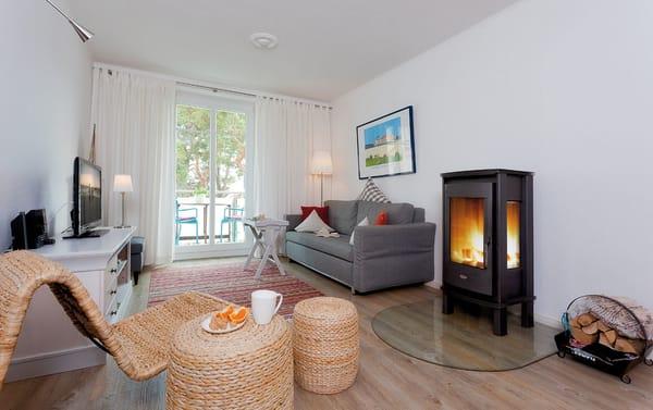 Das 2-Zimmer-Appartements im 1.Obergeschoß, welches durch seine Individualität und Behaglichkeit besticht, garantiert dank Holzkamin, Tiefgarage, Fahrstuhl einen erholsamem Urlaub zu jeder Jahreszeit.