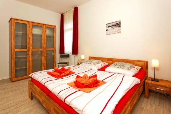 Schlafzimmer 1 Bett 180*200