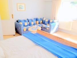 Sitzecke / zum Doppelbett ausziehbare Schlafcouch