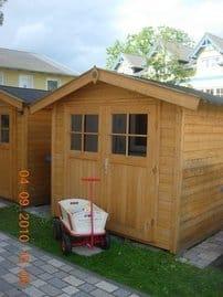 Gartenhaus mit Bolllerwagen / Fahrradunterstellmöglichkeit