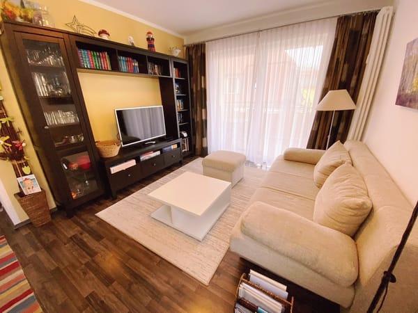 Wohnzimmer mit Zugang zum Westbalkon