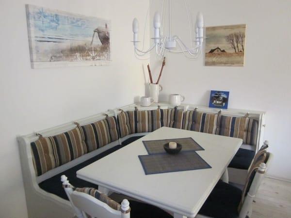 große gemütliche Essecke mit ausziehbarem Tisch