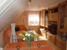 """Wohnzimmer mit 36"""" LED TV"""