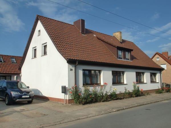 Wohnhaus mit Parkplarz