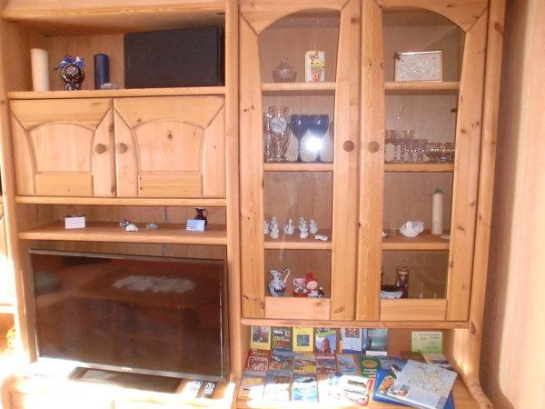Wohnzimmer mit Infomaterial über Rügen