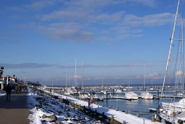 Yachthafen von Kühlungsborn, hier warten die Segelboote auf die neue Saison