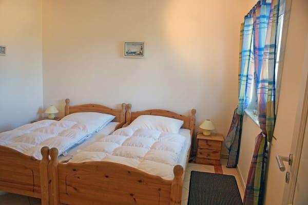Ferienwohnung Hafenidyll Nr. 11 - 1. Schlafzimmer / 2 getrennte Betten