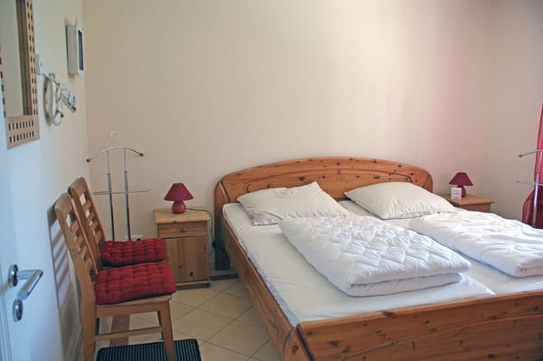 Ferienwohnung Hafenidyll Nr. 11 - 2. Schlafzimmer / großes Doppelbett