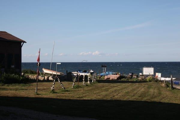 Hier sehen Sie den Blick auf die Ostsee vom Gebäude aus