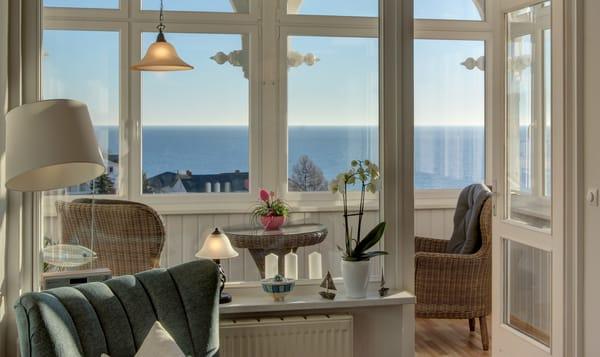Blick vom Wohnzimmer auf die Ostsee
