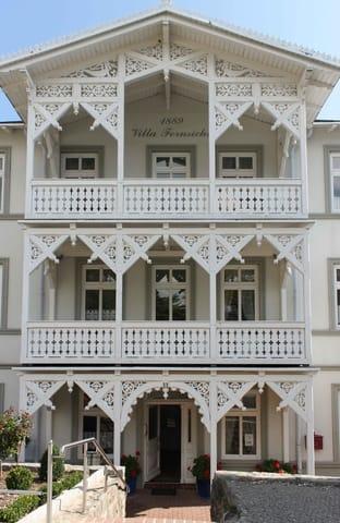 Villa Fernsicht - Landseite und Hauseingang