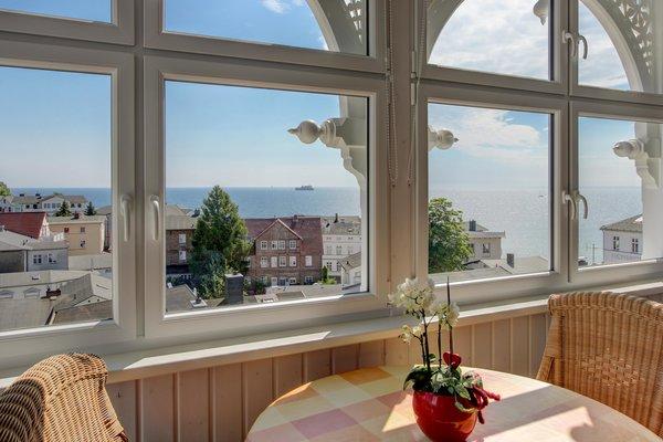 Ostbalkon mit Blick über die Altstadt auf die Ostsee