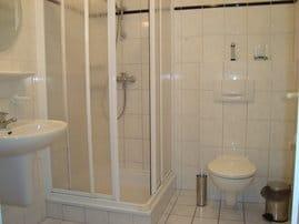Dusch- und Toilettenraum