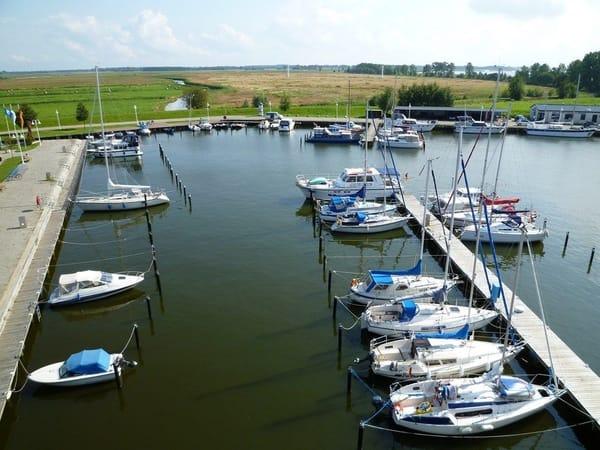 Direkte Wasserlage - Erleben Sie das besondere Flair am Wasser - Natur und Ruhe