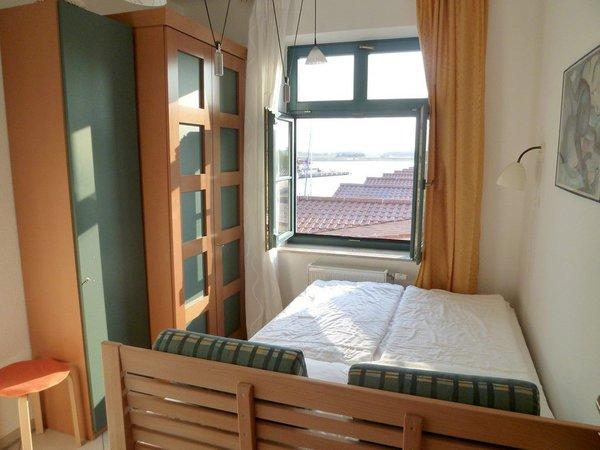 2. Schlafzimmer - Neu ab 2016: Doppelbett aus Massivholz mit hochwertigem Lattenrost und Memopur-Matratze