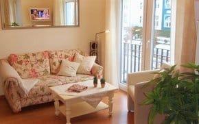 W-Lan, HD Fernseher in Augenhöhe, Sofa mit ausziehbarem Fußteil