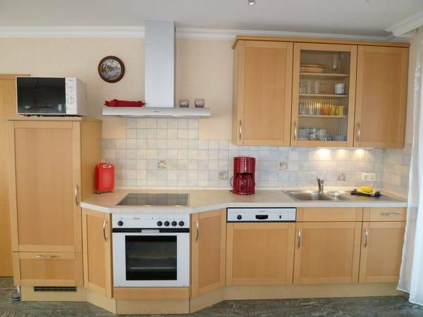 Hochwertige und moderne Küche, Birke furniert, Vollausstattung