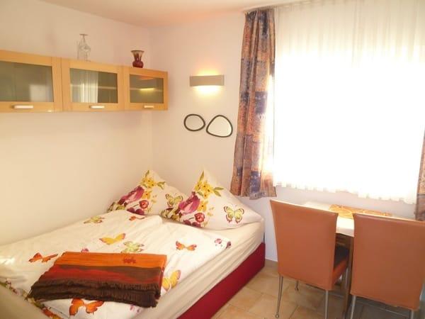 Komfortables Boxspring-Bett in modernem Design mit hohem Schlaf- und Liegekomfort (1,40 x 2 m)