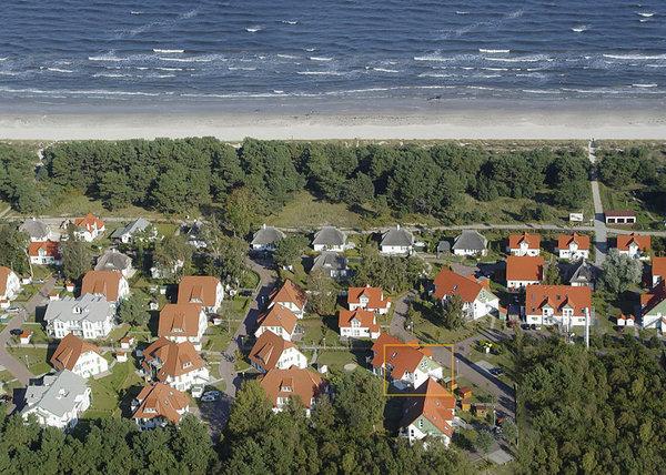 """Luftbild der Ferienwohnanlage """"Dünenresidenz"""" in Karlshagen ( unsere Wohnung ist gelb markiert ! )"""