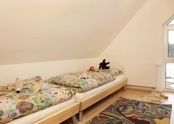 Schlafzimmer II mit 2 Einzelbetten 90 cm x 200 cm