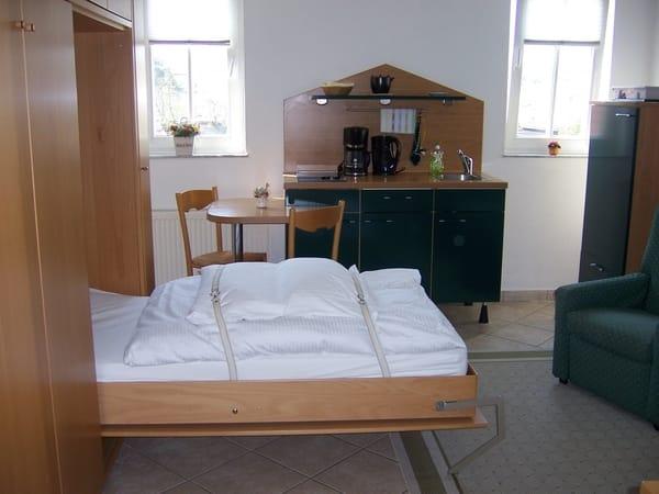 Zwei ausklappbare Einzelbetten