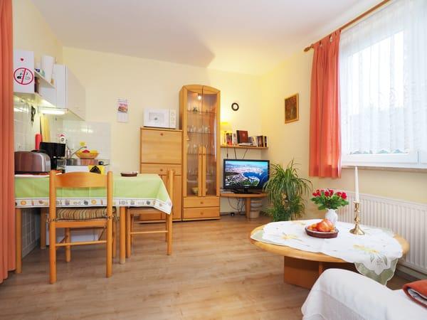 Gemütlicher Wohnraum mit Küche