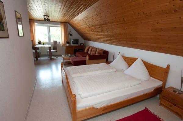 Doppelbett mit einzelnen Matratzen