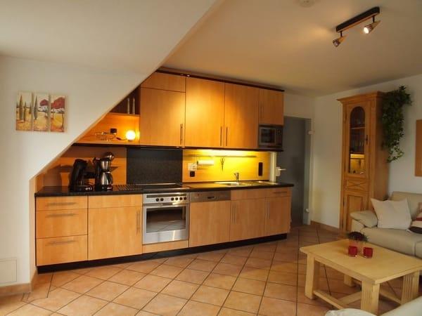 Die hochwertig ausgestattete Küche lässt auch im Urlaub keine Wünsche offen. Sie verfügt über Spülmaschine, Ofen mit Ceranfeld, Mikrowelle, Kaffeemaschine, Espresso-Automat.
