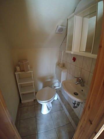 Oben ist das 2. WC. Damit Sie es bequemer haben.