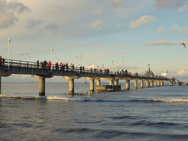 Seebrücke im Herbst