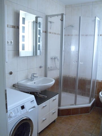 Duschebad mit Waschmaschine