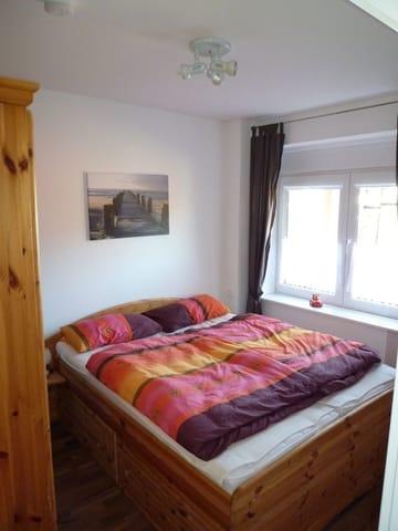Doppelbett im  2. Schlafzimmer