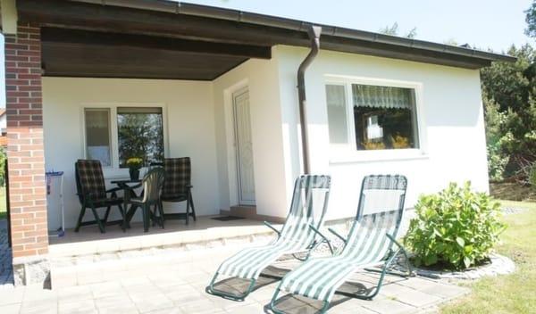 Terrasse mit Gartenstühle