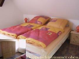 """In diesem Schlafzimmer ist noch ein Babybett zustellbar. ... ausserdem sind oben noch das """"flexible"""" u. dass Kinderschlafzimmer  mit Tandembett"""