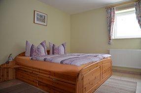 Schlafzimmer (Ehebett)