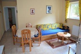 Wohnzimmer/ links hinten Schlafzimmereingang