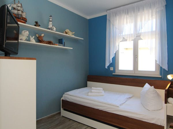 2. Schlafzimmer mit Tandembett (zum Ausziehen)