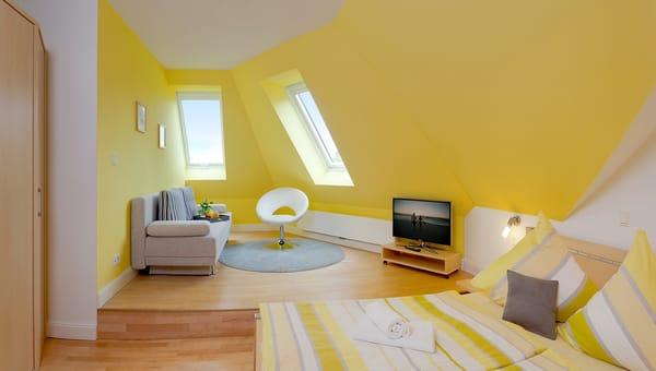 .... sowie einen gemütlichen Relaxbereich mit Doppelschlafcouch, 32 Zoll-LED-TV sowie Radio-CD.