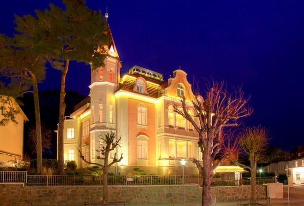 - Villa Gruner bei Nacht -